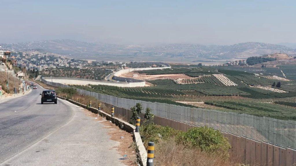 الجيش: توقيف شخصين من الجنسية السودانية كانا قد تسللا إلى داخل الأراضي الفلسطينية المحتلة عبر السياج التقني مقابل رميش وتمت إعادتهما إلى لبنان.