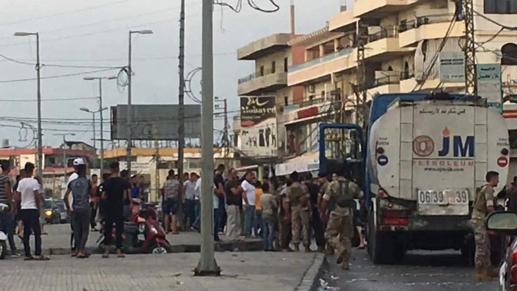 محتجون يوقفون صهريج مازوت في بحنين المنية والجيش والقوى الأمنية تتدخل