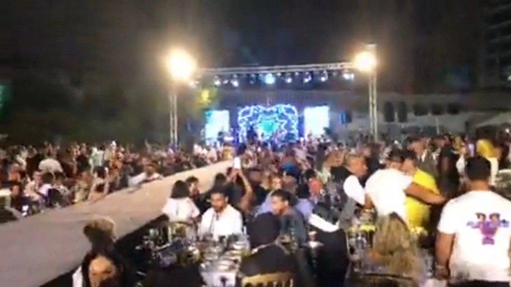 """بالفيديو/ في بيروت.. السهرة عامرة """"وولا نص كمامة"""" !"""