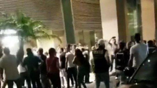 بالفيديو/ محتجون أمام منزل ميقاتي في بيروت وحصول اشكال مع القوى الامنية