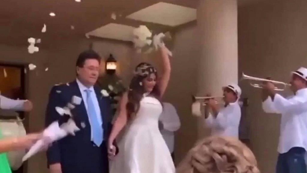 بعد عرس ابنة نوار الساحلي.. رواد مواقع التواصل بالمرصاد لعرس ابنة النائب ابراهيم كنعان!