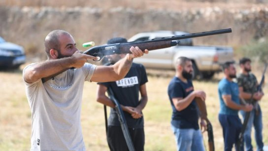 بالصور والفيديو/ صيادو بنت جبيل أقاموا بطولة الرماية على الصحون الطائرة للسنة السادسة برعاية معصرة وجاروشة بنت جبيل (صف الهوا)