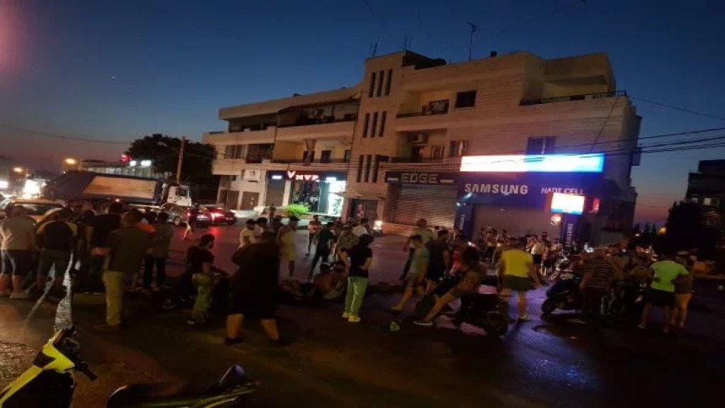 قطع طريق عام الشويفات من قبل محتجين على الانقطاع الدائم للتيار الكهربائي ورفضا لتردي الاوضاع المعيشية