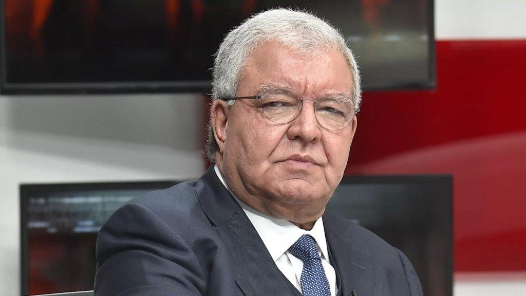 """المشنوق: """"سياسة الدولة اللبنانية الآن لا تحظى بأي دعم عربي من دول مجلس التعاون الخليجي الذي هو الجهة الوحيدة القادرة على مساعدة لبنان بشكل سريع.. ولا استعداد لديها لتقديم مساعدات لأن لديها اعتراضات على سياسات لبنان"""""""