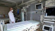 الأزمة تطبق الخناق على القطاع الطبي وتُجرّده من الكوادر الكفوءة والتجهيزات.. هكذا تتعامل المستشفيات مع الوضع