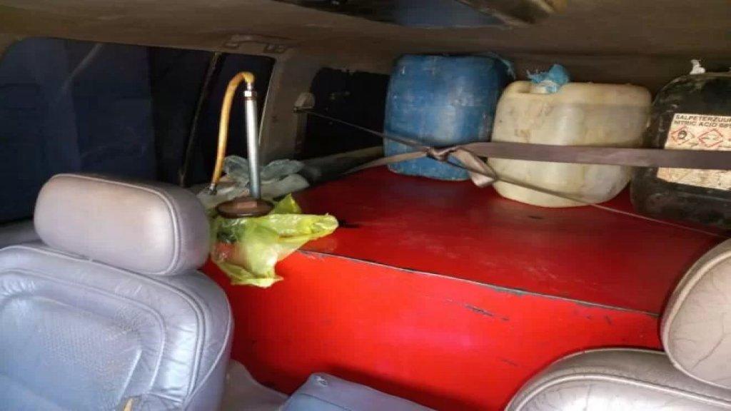بالصّورة/ ضبط 800 ليتر مازوت في خزّان حديدي كان قد ثبّته مواطن في سيّارته بعد إزالة مقاعدها الخلفيّة!