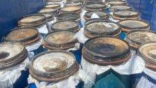 بالصور/ كميات كبيرة من المازوت مخبأة داخل براميل للكبيس معدّة للبيع في السوق السوداء وجمارك صيدا تتحرك!