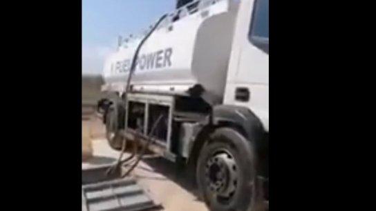 بالفيديو/ أهالي بلدة معروب يحتجزون صهاريج محروقات كانت تستعد لافراغ حمولتها في خزانات تحت الأرض