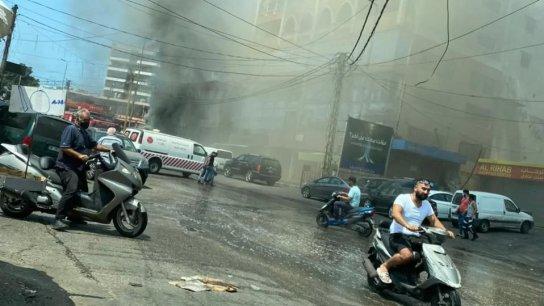 بالفيديو/ إندلاع حريق في أحد المحلات التجارية في منطقة الرحاب وسيارات الدفاع المدني تهرع إلى المكان