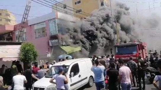 فيديو آخر للحريق الكبير الذي اندلع في أحد المحال التجارية في منطقة الرحاب