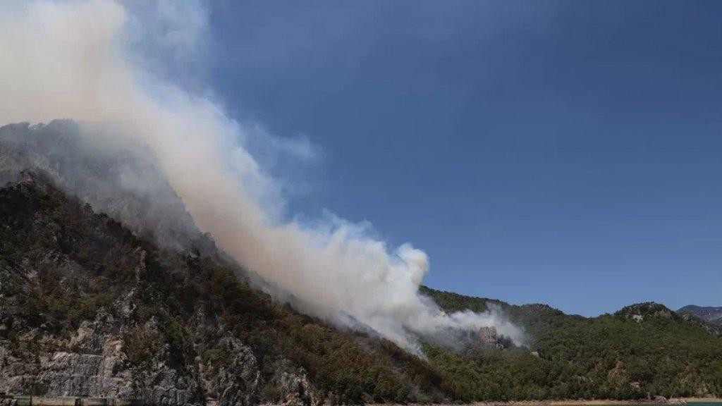 بالصور/  كتلة دخان ضخمة تظهر فوق سماء الأردن بفعل الحرائق المشتعلة في لبنان وتركيا
