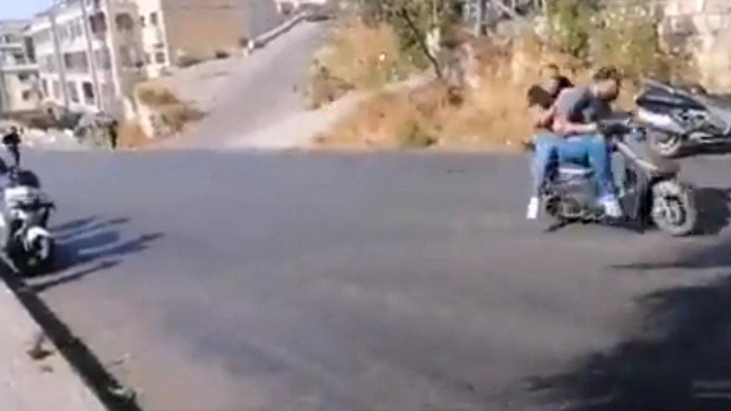 بالفيديو/ لحظة إطلاق النار على الموكب الذي توجه الى منزل الشاب علي شبلي