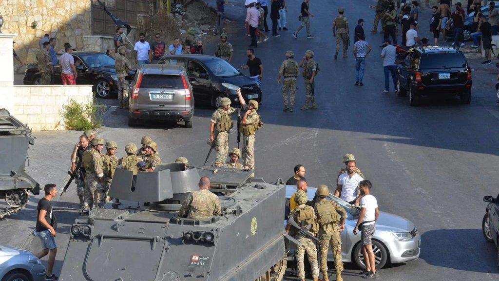 الجيش: توقيف أحد المتورطين في إطلاق النار الذي حصل بتاريخ 1/8/2021 باتجاه موكب تشييع المواطن علي شبلي في منطقة خلدة