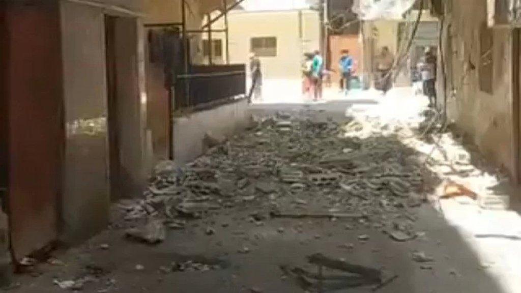 بالفيديو/  تصدع وانهيار جزئي لمبنى سكني في حي السلم