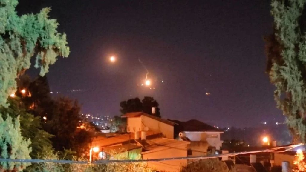 بالصور/ الإحتلال يرمي قنابل مضيئة فوق الوزاني والغجر