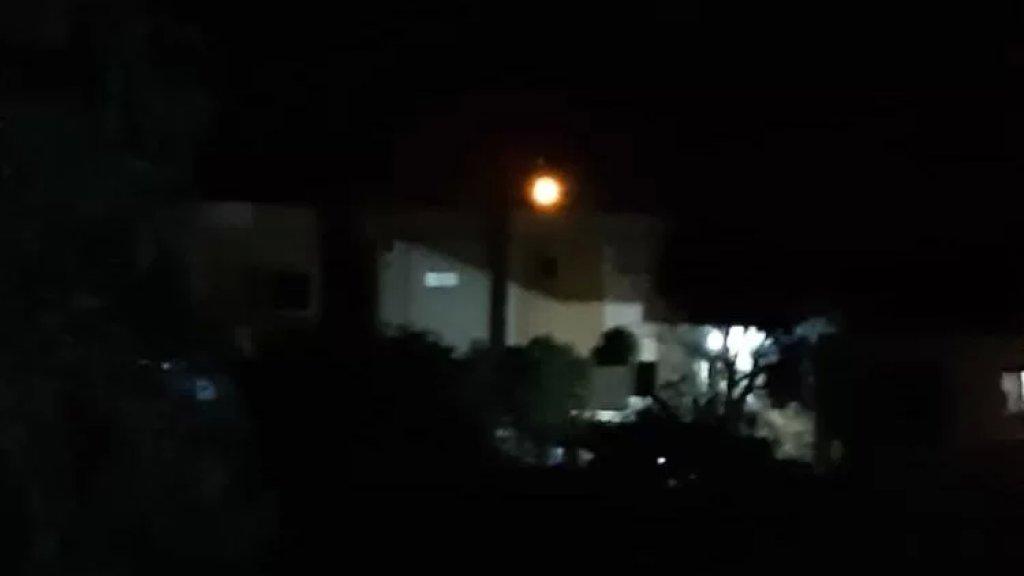 الاحتلال الاسرائيلي يلقي قنبلة مضيئة مقابل بلدة بليدا
