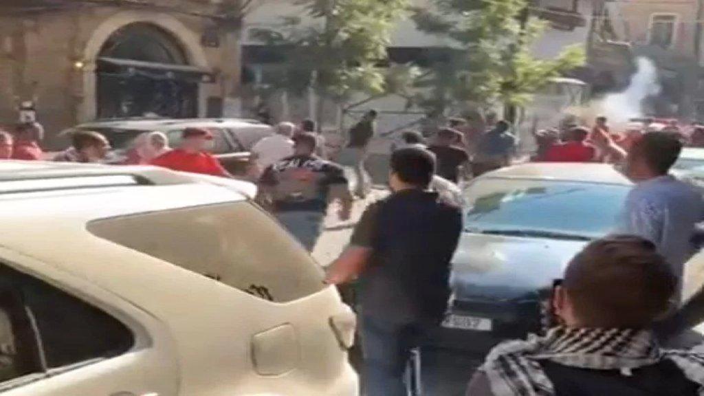 بالفيديو/ اشكال  بين عناصر من الحزب الشيوعي والقوات اللبنانية في الجميزة تخلله اطلاق نار في الهواء