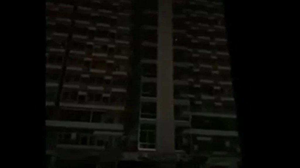 بالفيديو/ محتجون يقتحمون مبنى شركة كهرباء لبنان بالقرب من مرفأ بيروت في منطقة مار مخايل