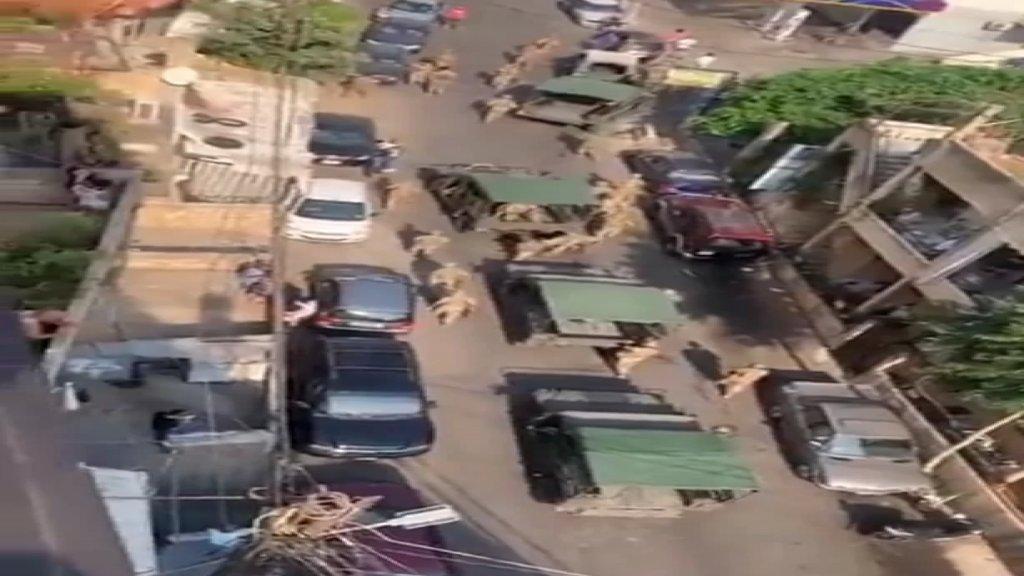 بالفيديو/ الجيش اللبناني يتدخل لضبط الوضع وتطويق الإشكال الذي وقع في بلدة بياقوت