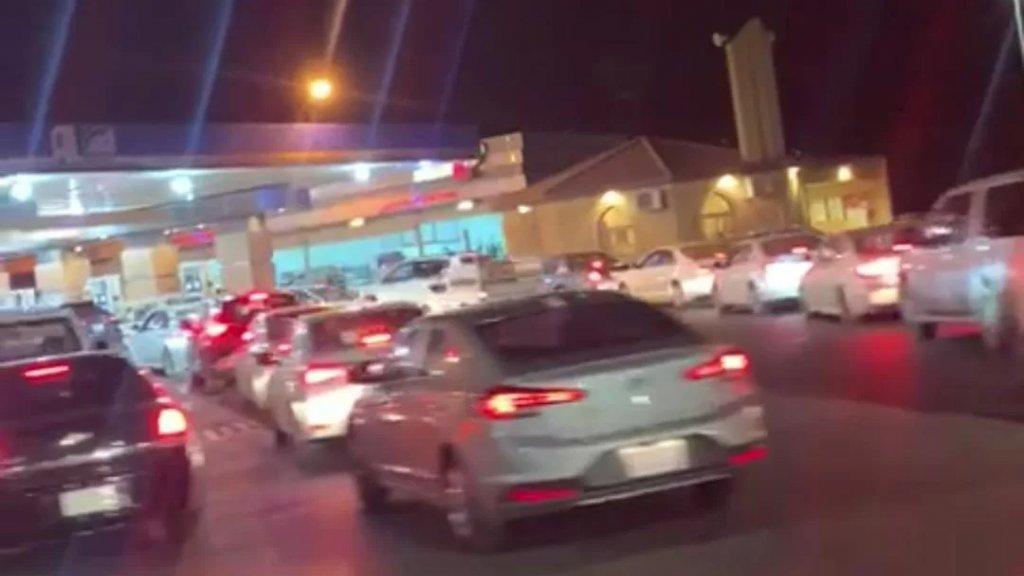 بالفيديو/ طوابير في السعودية (منطقة القصيم) بسبب أزمة الوقود!