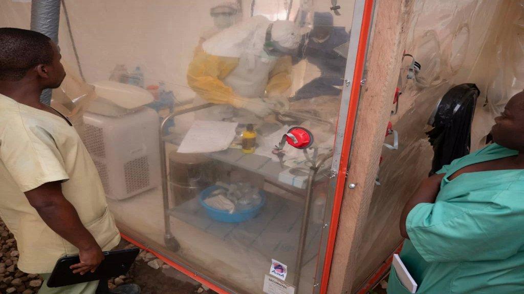 """الصحة العالمية تعلن عن أول إصابة بفيروس ماربورغ """"الفتّاك"""" في غرب أفريقيا.. ينتمي إلى """"إيبولا"""" وتنقله الخفافيش"""