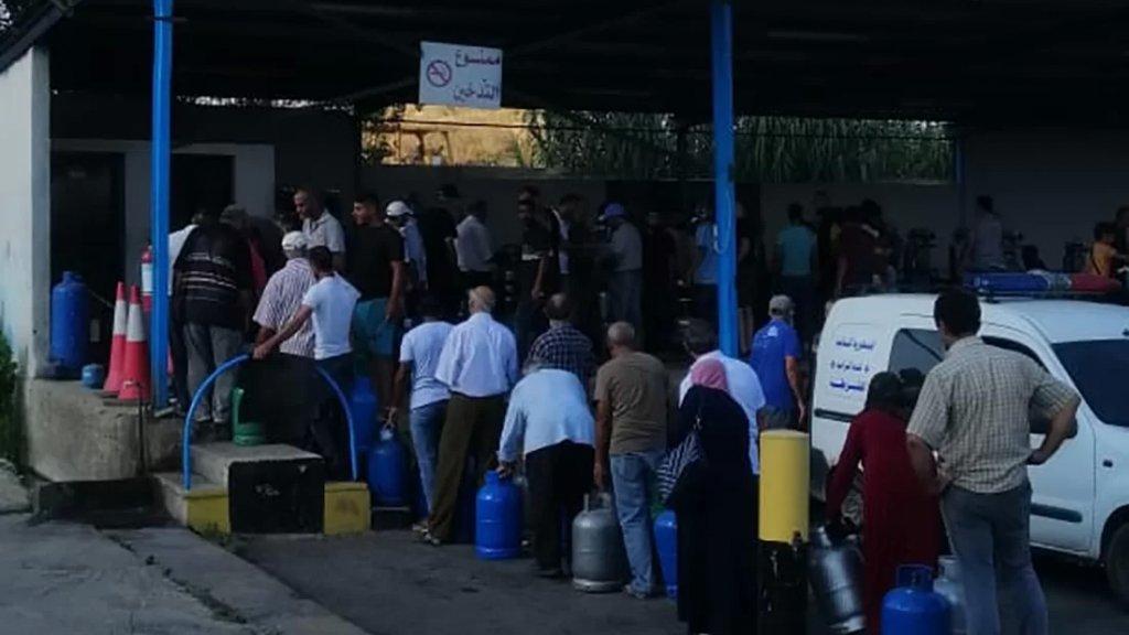 بالصور/ بعد طوابير البنزين.. طوابير غاز بدأت اثر الحديث عن أزمة مقبلة!