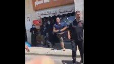 """بالفيديو/ """"الجديد"""" تنشر تقريراً عن الإعتداء على مدير موقع بنت جبيل الإلكتروني حسن بيضون وطعنه بالسكين في سوق بنت جبيل"""