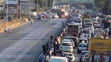 بالصورة/ إقفال أوتوستراد الدامور بالشاحنات