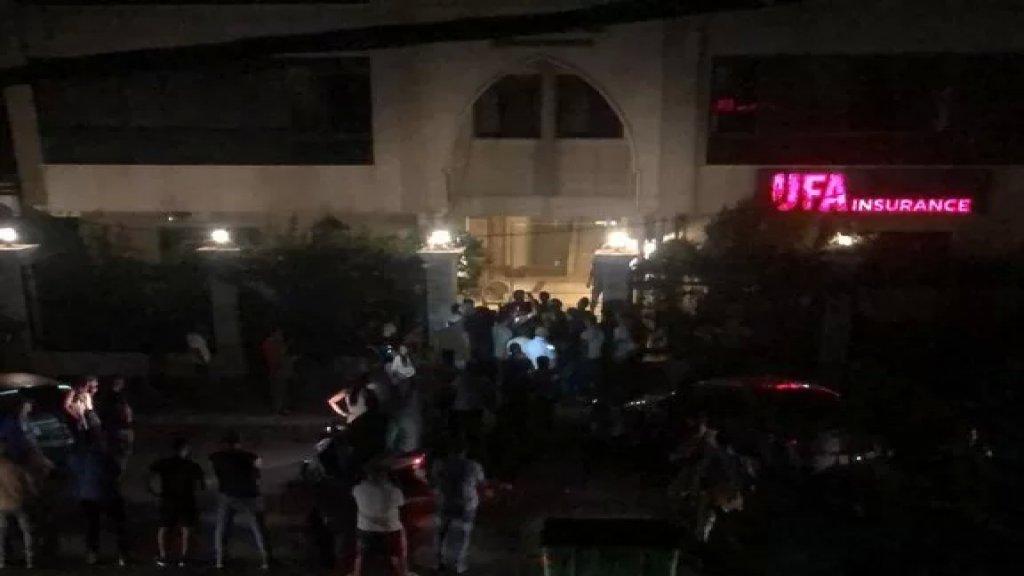 بالفيديو/ محتجون يحاصرون منزل النائب وليد البعريني في طرابلس