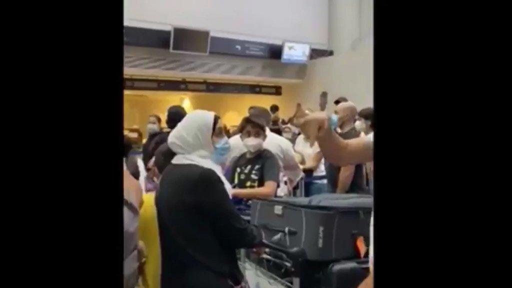 """فيديو متداول لزحمة و""""هرج ومرج"""" في مطار بيروت!"""