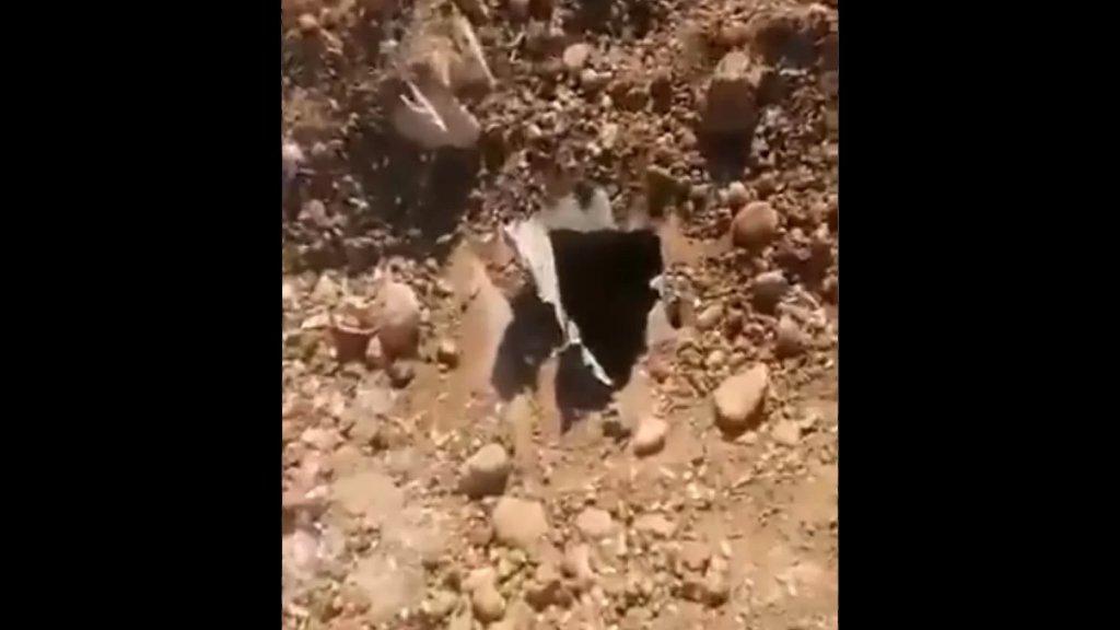 بالفيديو/ الجيش دهم مستودعات في منطقة رياق وصادر 400 طن من مادة المازوت... وزعت على عدد من المستشفيات والأفران والبلديات والمزارعين!
