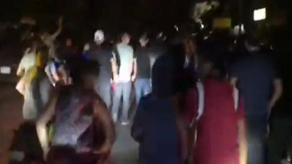 أبي سمرا-طرابس تغرق في ظلام دامس وانقطاع المياه عن بعض المباني والإحتجاجات تتصاعد وسط حالة من التوتر والغضب