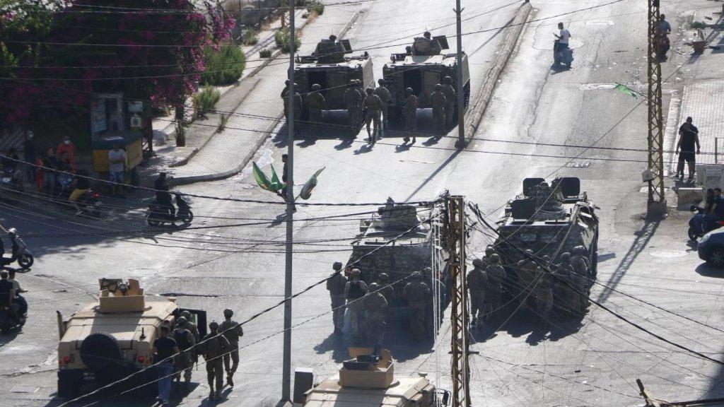 الجيش يعلن عن تفاصيل إشكال الكفاءات: توقيف شخصين لتورطهما في إشكال وإطلاق نار أمام محطة ومحاولتهما الحصول على كمية من الوقود بقوة السلاح