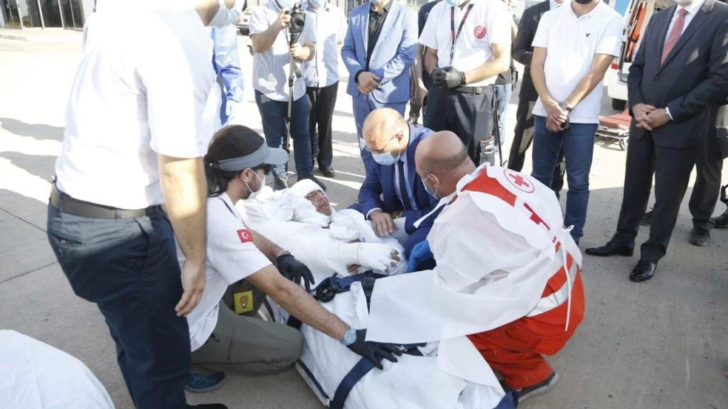 طائرة إسعاف تركية أجلت مصابين بانفجار التليل باشراف وزير الصحة العامة والسفير التركي