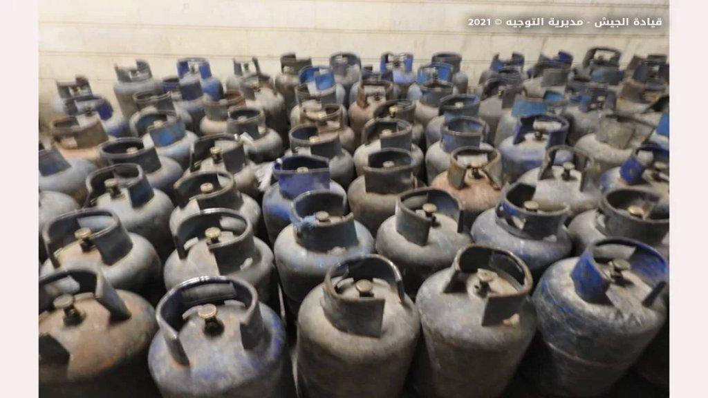 الجيش: ضبط صهريج يحتوي ١٥٠٠٠ ليتر من مادة البنزين و١٤٧ قارورة غاز اضافة إلى عشرين كيس من الطحين في جرود الهرمل مُعدة للتهريب إلى الأراضي السورية