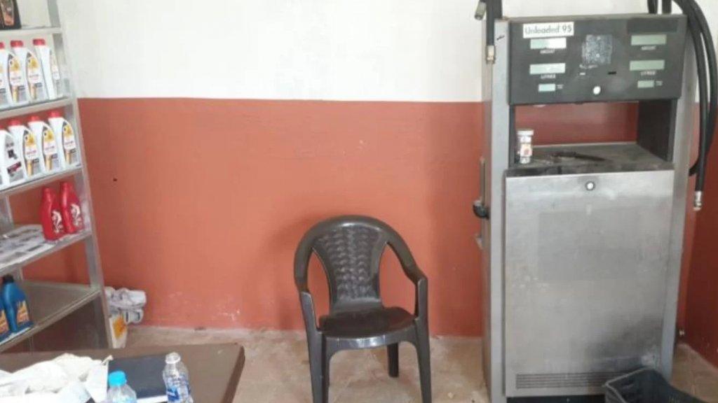 ضبط خزانين داخل محطة محروقات مهجورة في بلدة الحلوسية تحتوي ٩٨٠٠ ليتر من مادة البنزين و١١٥٠٠ ليتر من مادة المازوت