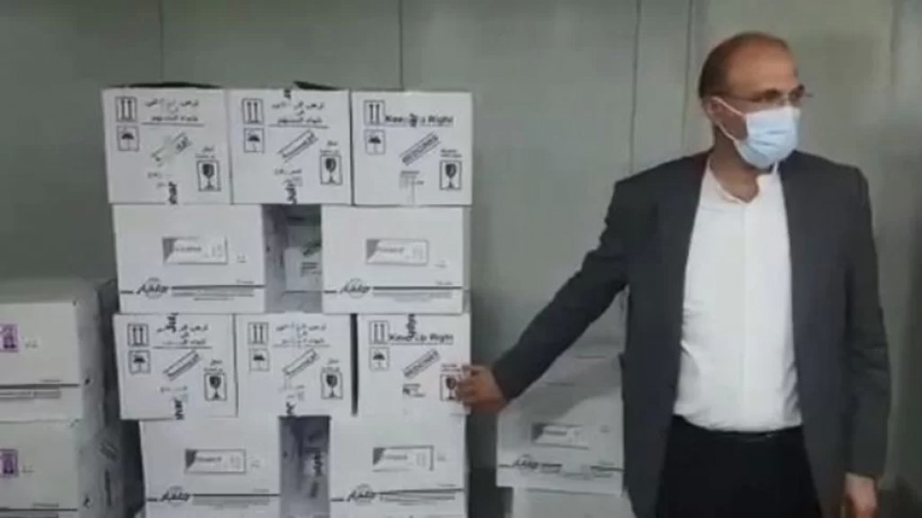 """بالفيديو/ """"فضيحة بكل ما للكلمة من معنى""""... وزير الصحة حمد حسن يدهم مستودعاً مليئاً بالأدوية المفقودة من السوق  في منطقة جدرا"""
