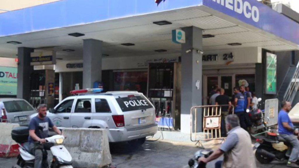 """بلدية حارة حريك تمنع """"ركن السيارات بلا سائقها أمام محطات المحروقات"""": سيُصار إلى حجزها"""