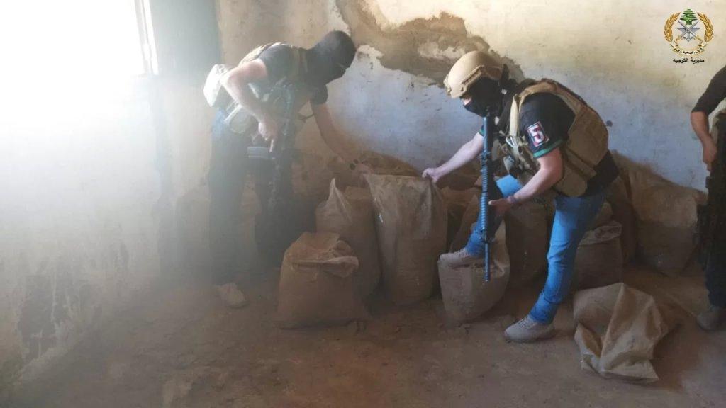 بالصور/ وحدات من الجيش تضبط معملاً لتصنيع المخدرات خلال عمليات دهم في بلدة بوداي البقاعية