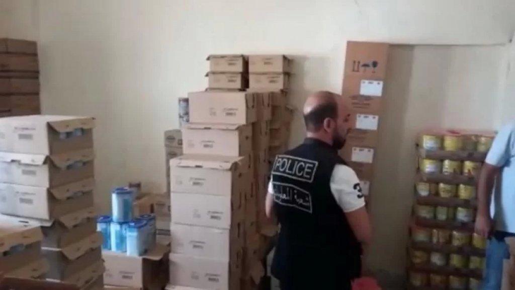 بالفيديو/ وزارة الصحة تداهم أحد الابنية في تعنايل وتضبط صناديق حليب الأطفال