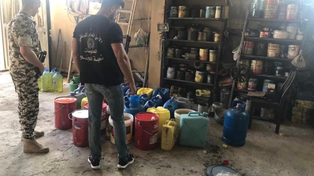 بالفيديو/ دورية تابعة للأمن العام داهمت مبنى في بلدة تبنين وعثرت على كمية كبيرة من المازوت والبنزين