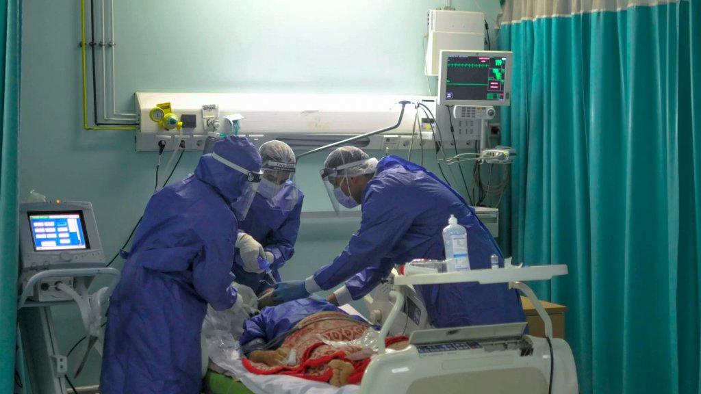 الابيض: عاملو الرعاية الصحية أكثر إرهاقًا من مرضاهم
