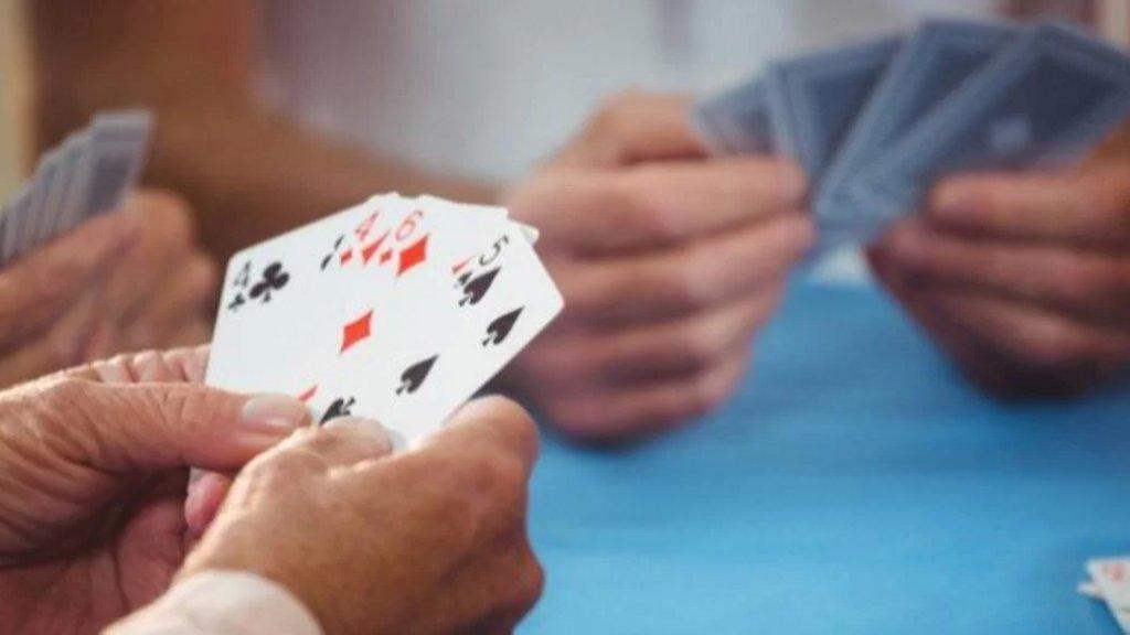 جريح في إشكال في سير الضنية على خلفية اللهو بلعب الورق