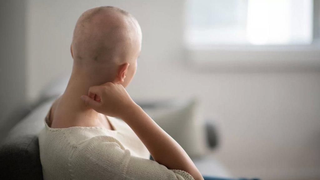أول دفعة من الأدوية السرطانية والأمراض المزمنة ستصل الخميس ليلًا