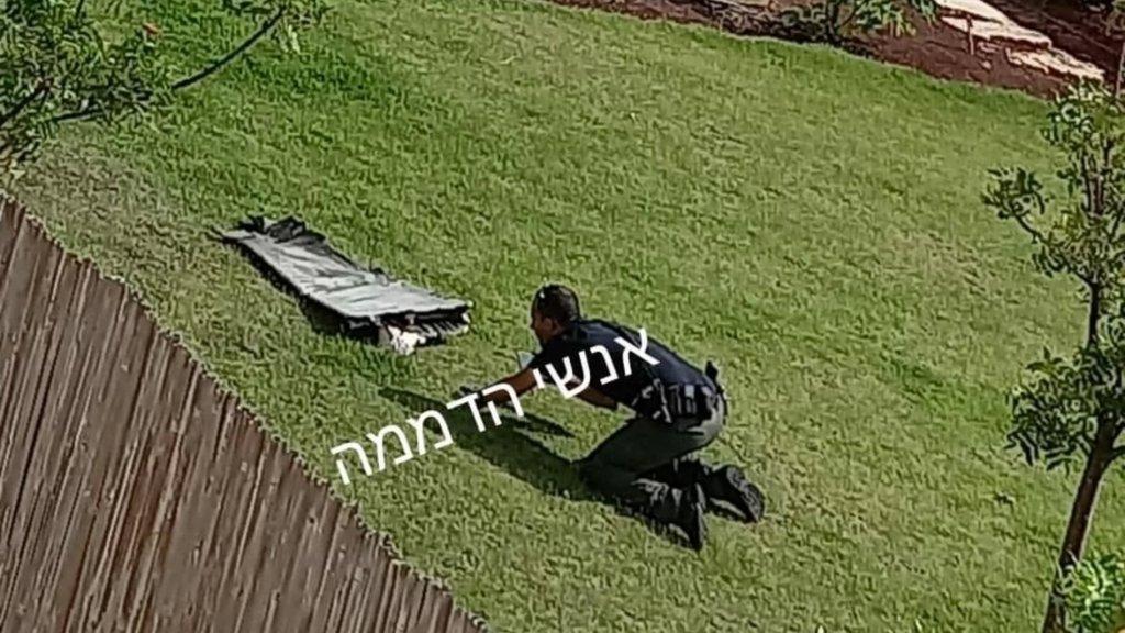 بالصور/ شظايا صاروخ سوري سقطت في تل أبيب