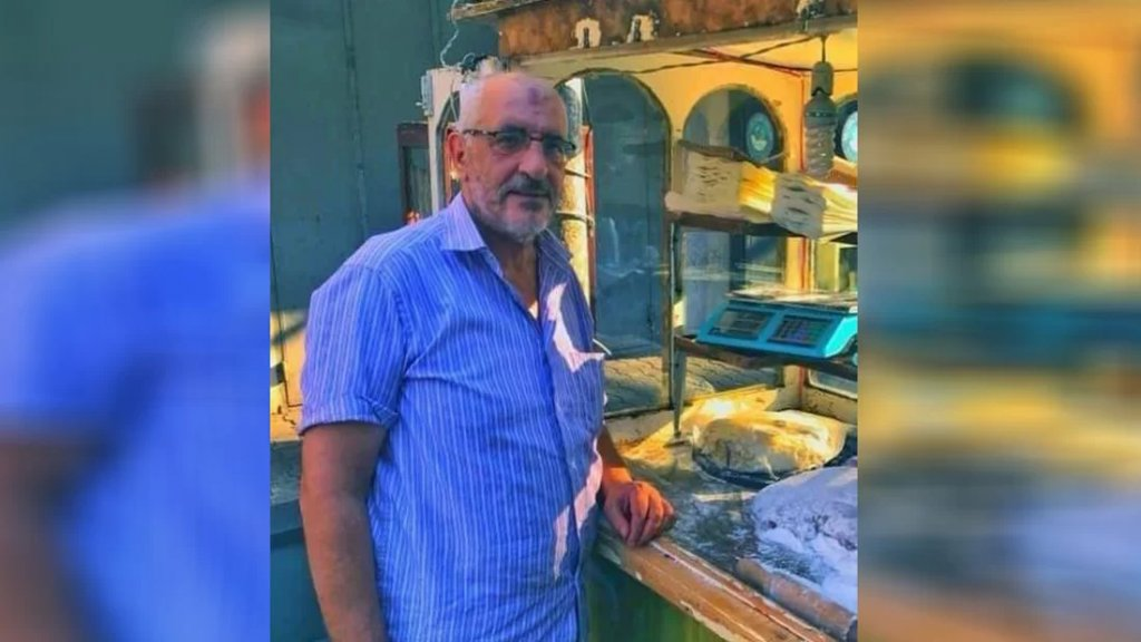 """قنبلة أمام بسطته أودت بحياته.. """"عبد الرزاق"""" توفي بعد أسبوعين من إصابته في طرابلس"""