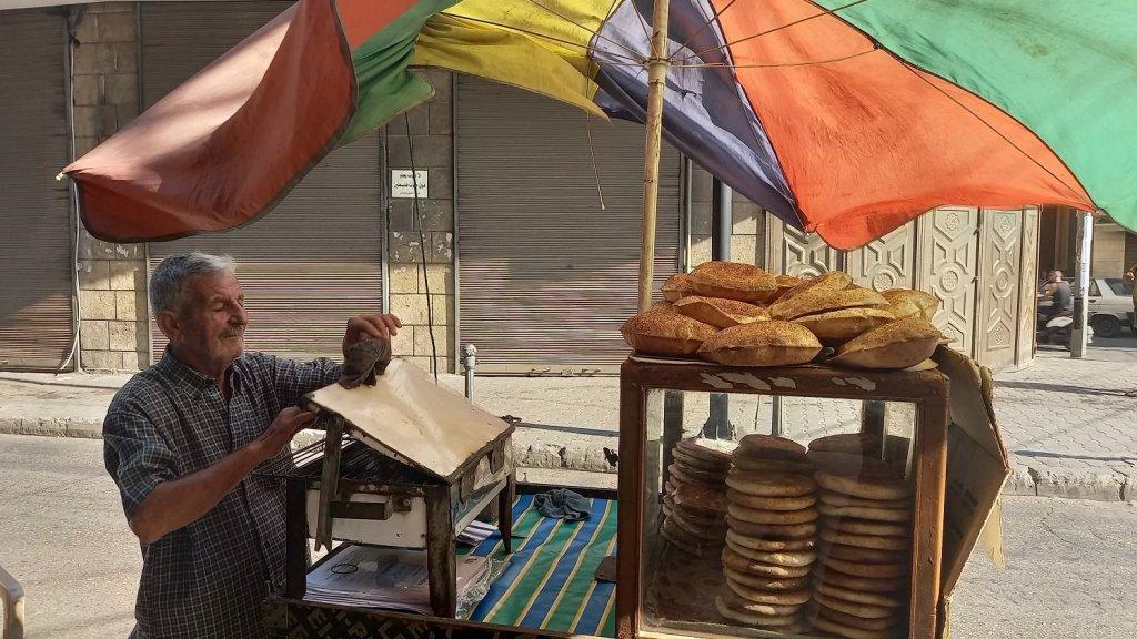 """باعة """"الكعوكة"""" من ضحايا الأزمة.. الكعكة الطرابلسيّة لم تعد خبز الفقير!"""