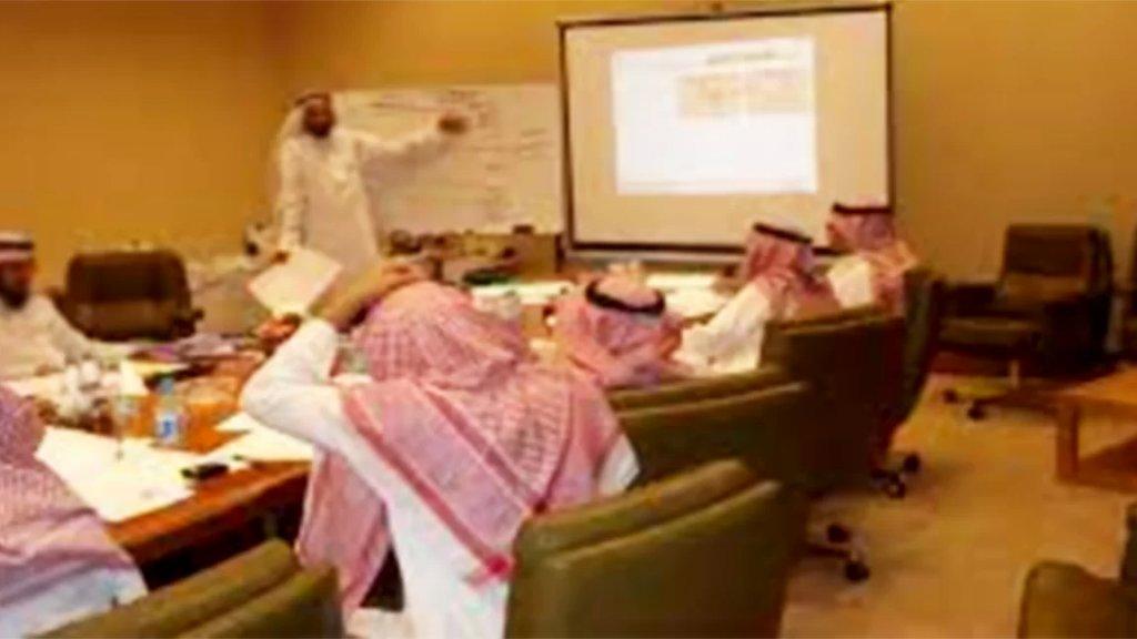«مستشار في الديوان الملكي السعودي» في قبضة أمن الدولة.. محتال يراسل السفارات ويعرض خدماته! (الأخبار)