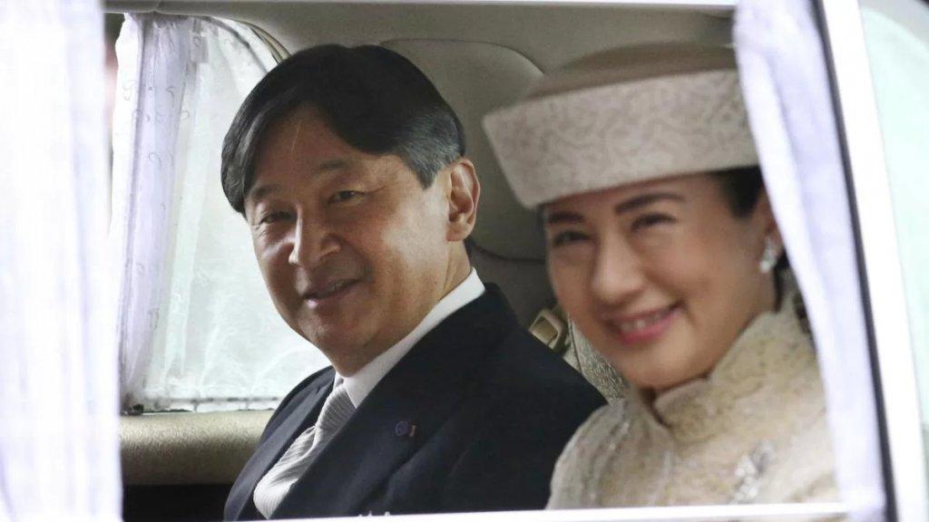 العائلة الإمبراطورية في اليابان تدرس اللجوء إلى التبني لإنقاذ نفسها من الانقراض!