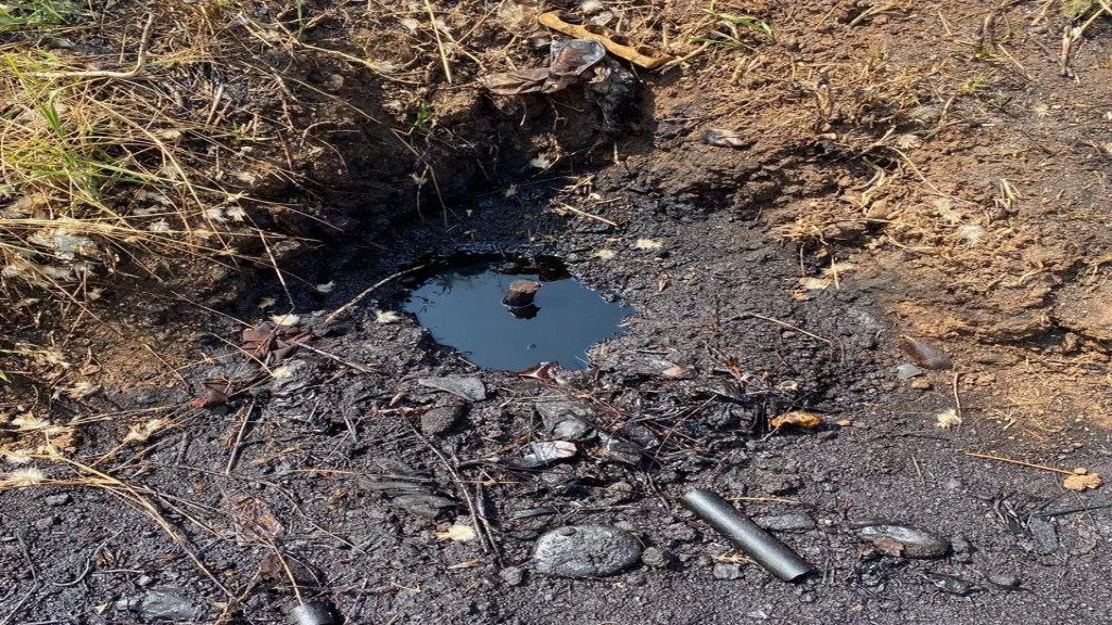 مجهولون يحدثون ثقباً في أحد أنابيب النفط العراقي  في تلحياة-عكار وسرقوا كميات من مخزونه: سحبوها بواسطة مضخات الى صهاريج نقلوها الى وجهة مجهولة